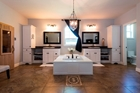 4 Angel Lane - Amazing Luxury Master Ensuite!